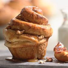 Caramel-nut cinnamon buns