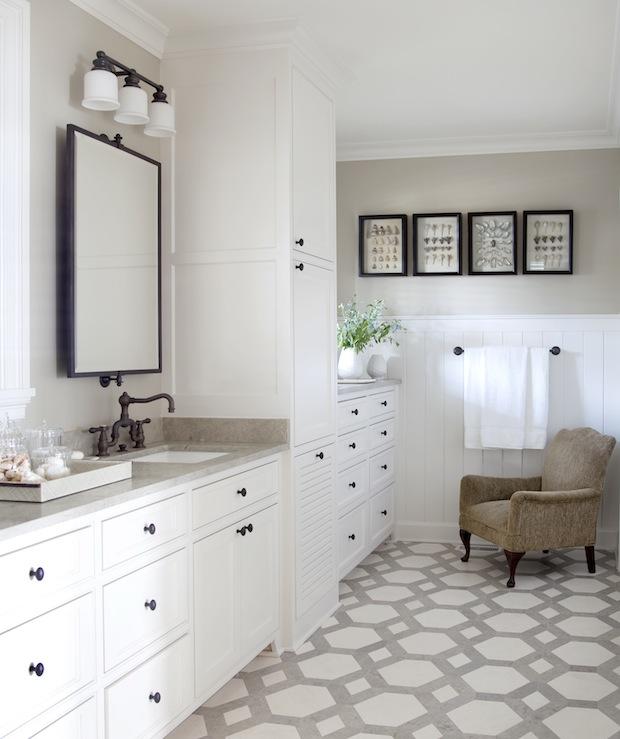 Two-tone travertine tile floors