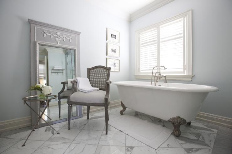 Standing bathtub