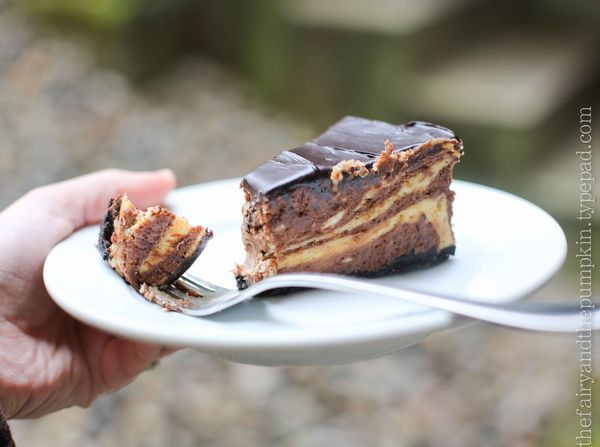 chocolate-peanut butter cheesecake with chocolate glaze - the nitty ...