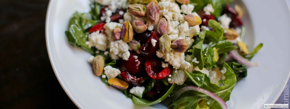 arugula sald with cherries